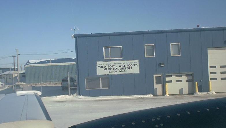 مطار بارو ايلي بعد ويل روجرز (بارو وايلي بوست ارادة المطار روجرز التذكاري) .2