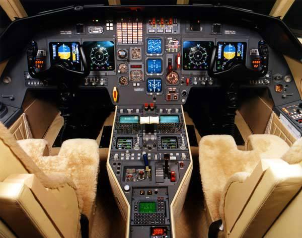Dassault Falcon 2000DX. cabina di pilotaggio