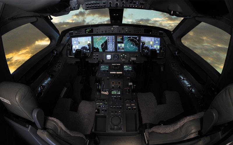 Gulfstream G350. Fotografia della cabina di guida.