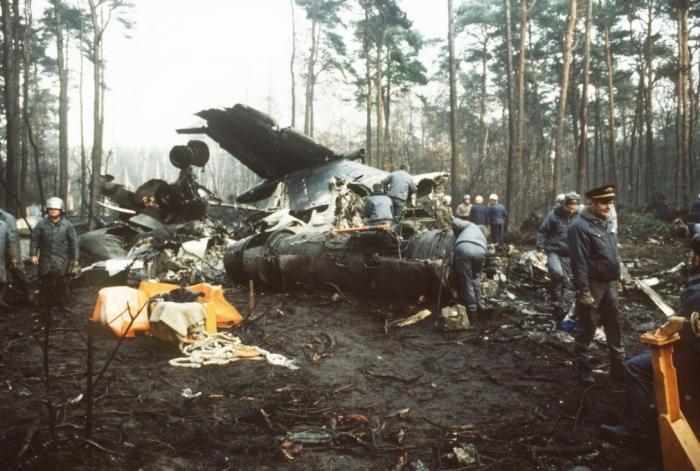 Description: Tu-134A air crash near Minsk-2 airport. 1985