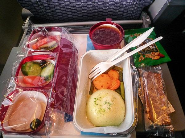 Das Essen im Flugzeug 343