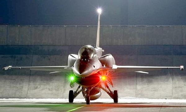 Das F-16