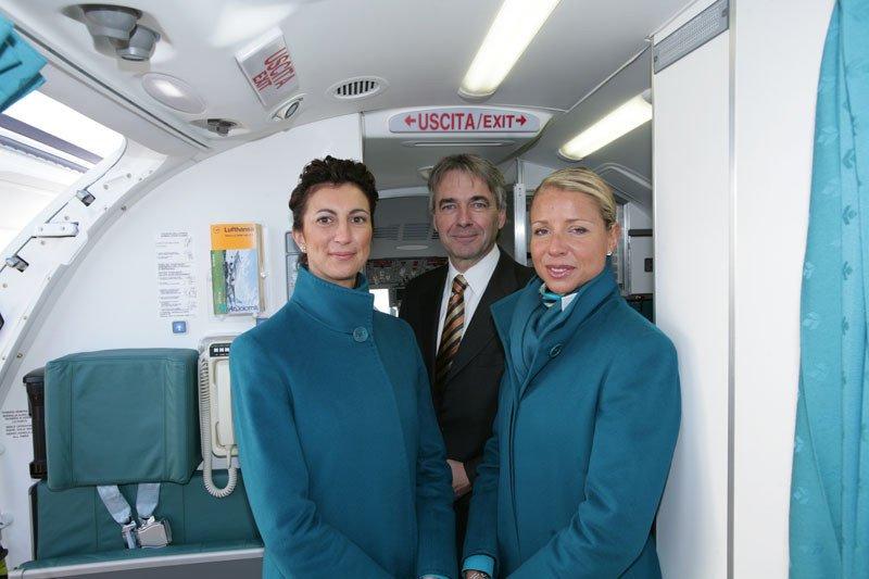 Uniformen Stewardess: Air Dolomiti. Italien.