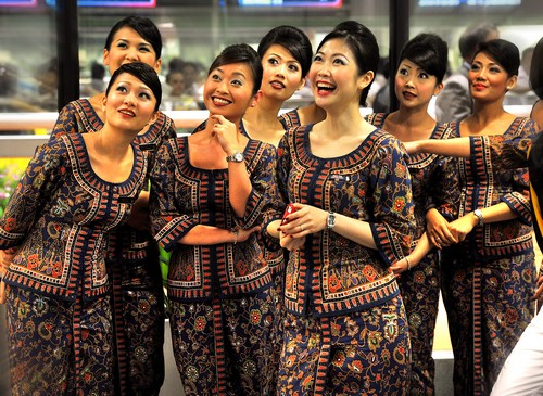 Uniforms stewardess: Singapore Airlines. Singapore.