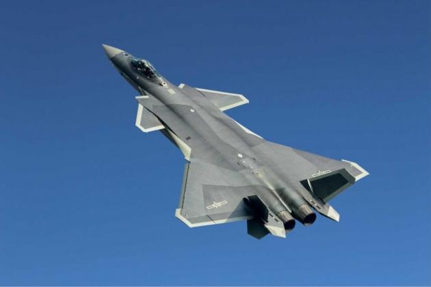 Combattente cinese J-20