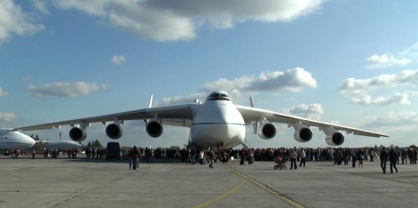 Le plus gros avion du monde. Une série de photos.