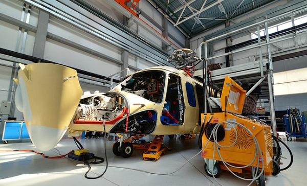 ヘリコプターの胴体1321