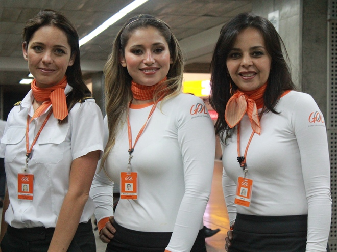 Uniforms stewardess: Gol Linhas Aéreas Inteligentes. Brazil.